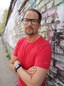 Das Bild zeigt den Künstler Pete Schröder in Berlin